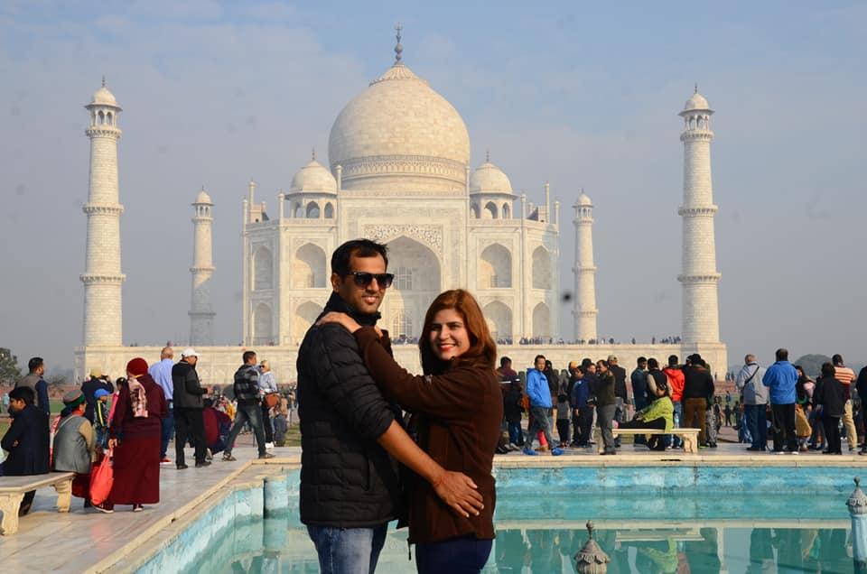 Multi COuntry Tours Asia, Couple at Taj Mahal